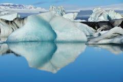 Iceberg bleu à la lagune Islande de Jokulsarlon Photo libre de droits