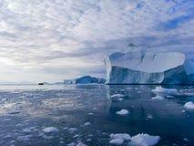 Iceberg com navio Fotos de Stock
