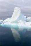 Iceberg con la riflessione piacevole Immagini Stock Libere da Diritti