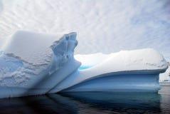 Iceberg con le righe incurvate immagini stock