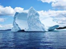 Iceberg dans l'océan photo stock