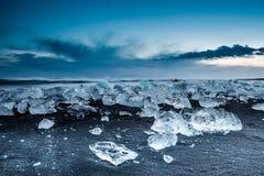 Iceberg dans la lagune de glace - Jokulsarlon, Islande Photos stock