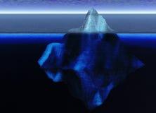 Iceberg de flottement dans l'océan ouvert Images stock