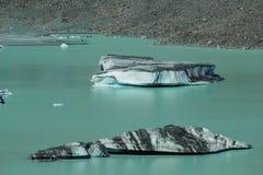 Iceberg de flutuação gigantes no lago glacier de Tasman no cozinheiro National Park da montagem de Aoraki, ilha sul de Nova Zelân imagens de stock
