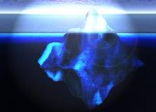 Iceberg de flutuação no oceano aberto com horizonte Fotos de Stock Royalty Free