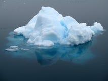 Iceberg de hielo Imágenes de archivo libres de regalías