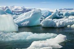 Iceberg de Jokulsarlon com curva Islândia Fotografia de Stock Royalty Free