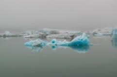 Iceberg de Jokulsarlon dans la brume Photo libre de droits