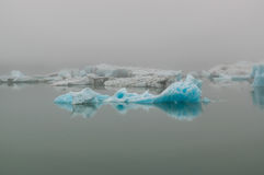 Iceberg de Jokulsarlon na névoa Foto de Stock Royalty Free