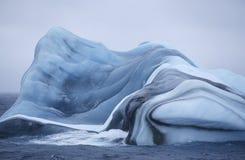 Iceberg del mar de la Antártida Scotia en agua fotos de archivo libres de regalías
