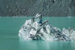 Iceberg di galleggiamento giganti sul lago glacier di Tasman nel cuoco National Park, isola del sud del supporto di Aoraki della  fotografie stock libere da diritti
