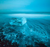 Iceberg di galleggiamento nella laguna del ghiacciaio di Jokulsarlon, Islanda Fotografia Stock Libera da Diritti