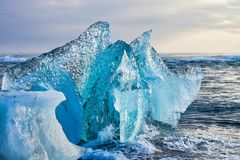 Iceberg a Diamond Beach Joekulsarlon in Islanda, Europa immagini stock