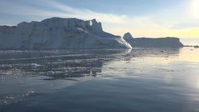 Iceberg e ghiacciaio del mare di Groenlandia archivi video