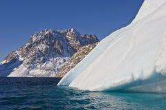 Iceberg e montanha Fotos de Stock
