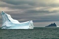 Iceberg el Océano antártico Foto de archivo libre de regalías