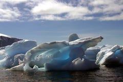 Iceberg em continente antárctico Fotos de Stock Royalty Free