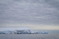 Iceberg en Antarctique Photographie stock libre de droits