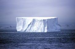 Iceberg en el puerto del paraíso, Ant3artida Imágenes de archivo libres de regalías