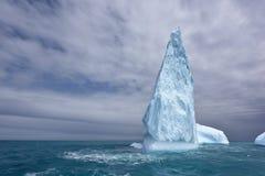 Iceberg en Océano Atlántico soutern imagen de archivo libre de regalías