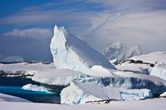 Iceberg enorme em Continente antárctico fotografia de stock