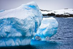 Iceberg enorme em Continente antárctico foto de stock royalty free
