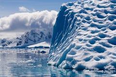 Iceberg estructurado derretimiento Fotografía de archivo libre de regalías