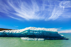 The iceberg floats under the warm sun Royalty Free Stock Photography