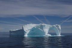 Iceberg fuori dal litorale della Groenlandia Fotografie Stock