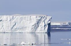 Iceberg grande en el sonido de Antacrtic Fotos de archivo