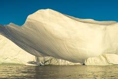 Iceberg incagliati alla bocca del Icefjord vicino a Ilulissat, G Immagine Stock