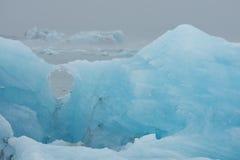 Iceberg incagliati sulla spiaggia vicino a Jokulsarlon, Icel sudorientale Fotografia Stock