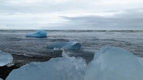 Iceberg in Jokulsarlon, un lago glaciale in Islanda video d archivio