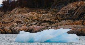 Iceberg na água, a geleira Perito Moreno argentina Imagens de Stock Royalty Free