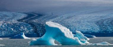 Iceberg na água, a geleira Perito Moreno argentina Foto de Stock