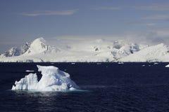 Iceberg na canaleta de Lemaire foto de stock royalty free