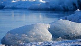 Iceberg no lago do gelo Paisagem do gelo e da natureza do inverno da neve Lagoa do gelo video estoque