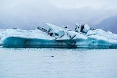 Iceberg no lago Jokulsarlon, Islândia foto de stock