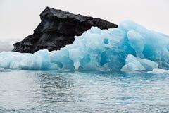 Iceberg no lago Jokulsarlon, Islândia imagens de stock royalty free