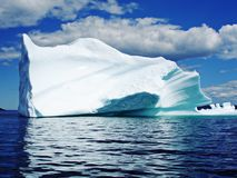 Iceberg in oceano fotografie stock libere da diritti