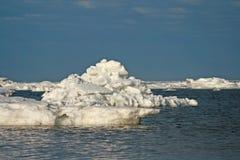 Iceberg in oceano fotografia stock libera da diritti