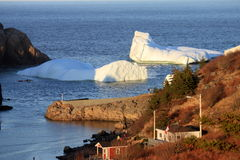 Iceberg in porto Immagini Stock