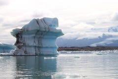 Iceberg su un lago in Islanda Fotografia Stock Libera da Diritti