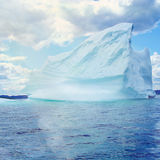 Iceberg sur la mer photos stock