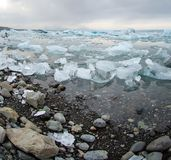 Icebergs à la lagune de glacier en Islande Image libre de droits