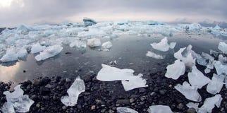 Icebergs à la lagune de glacier en Islande Images libres de droits