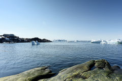 Icebergs énormes dans l'icefjord d'Ilulissat du Groenland Mai 2016 Photo stock