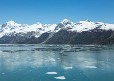Icebergs dans la baie de glacier de l'Alaska Image libre de droits