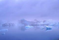 Icebergs dans la lagune de Jokulsarlon, Islande Image stock