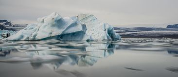 Icebergs dans la lagune de Jokulsarlon l'islande image libre de droits